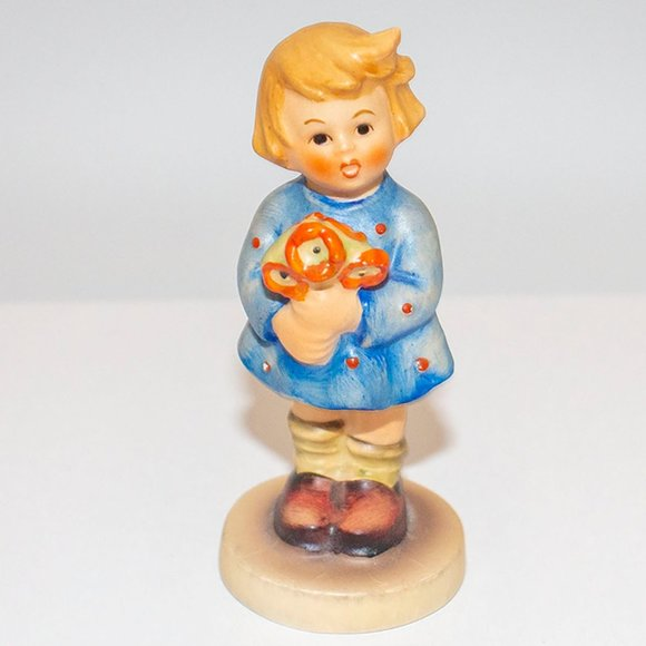 """Hummel """"Girl with Nosegay"""" Figurine #239A"""